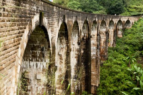 Ena glavnih znamenitost v bližini Demodare, 9th Arhc Bridge, ŠriLanka