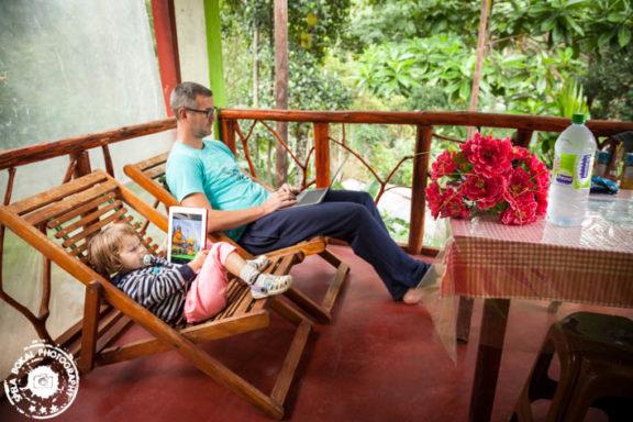 Počivanje in delanje plana pred sobo Little Adam's Peak
