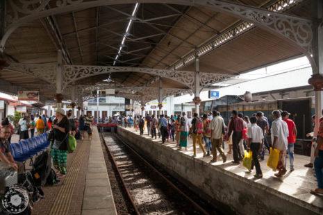 Ko vlak pripelje na postajo