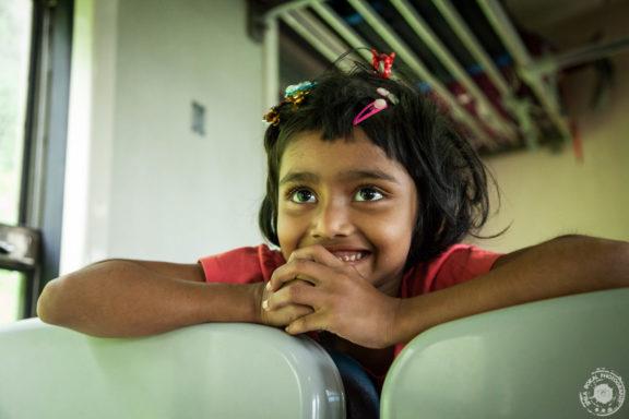 Mali potnica na Sri Lanškem gorskem vlaku