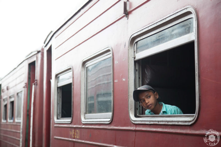 Vlak po  čudoviti osrednji visoki pokrajini Sri Lanke