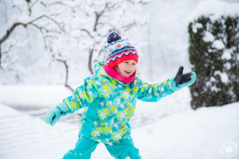 Otroška igra in igranje snežink