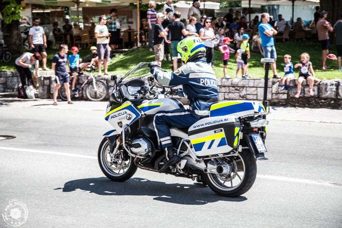 Tour of Slovenia -  4. etapa - Policaji skrbijo za varnost in opozarjajo na dirko