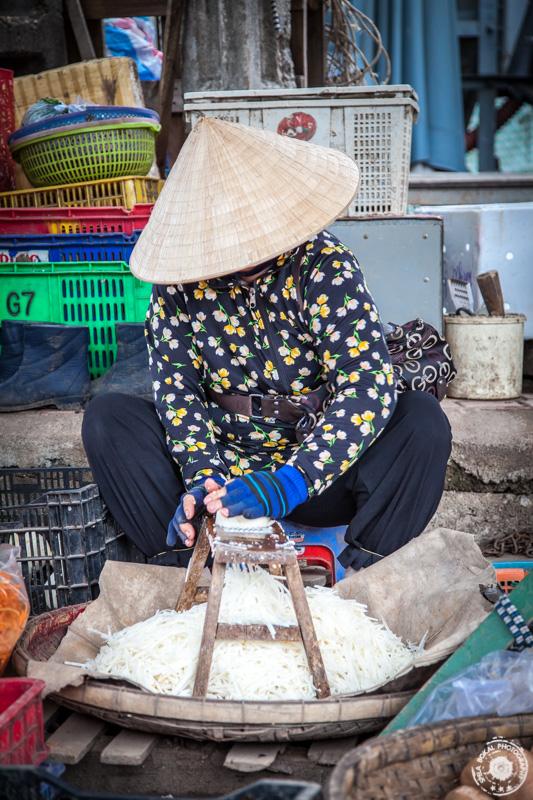 Lokalni market Dam, Nha Trang. Gospa riba kokos.