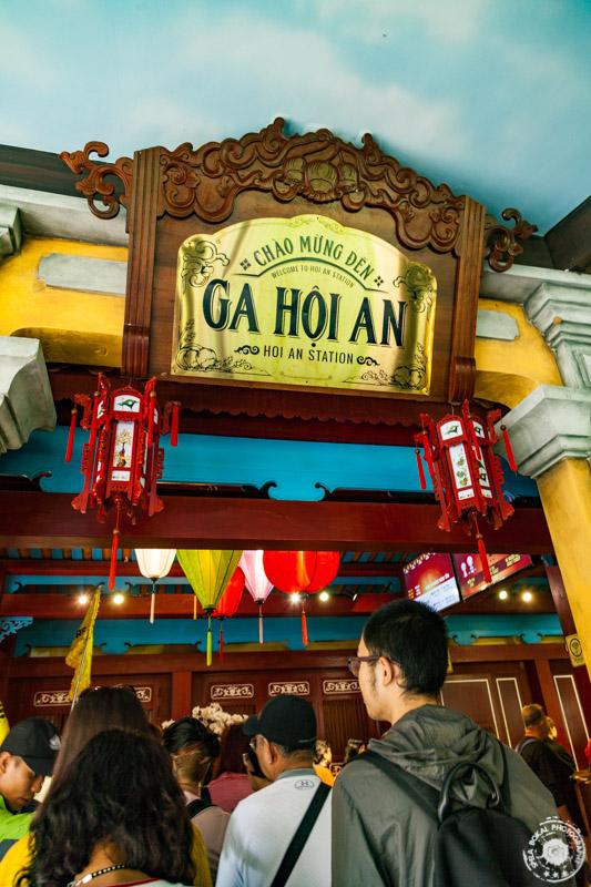 Da Nang, Ba Na Hills, VIetnam - vrsta na gondulo