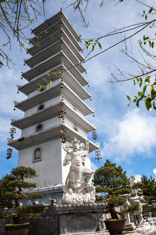 Da Nang, Ba Na Hills pagoda znotraj kompleksa