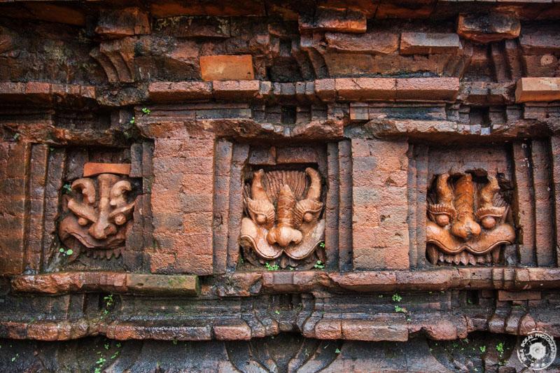 Izklesane podobe v hindujskem templju My Son