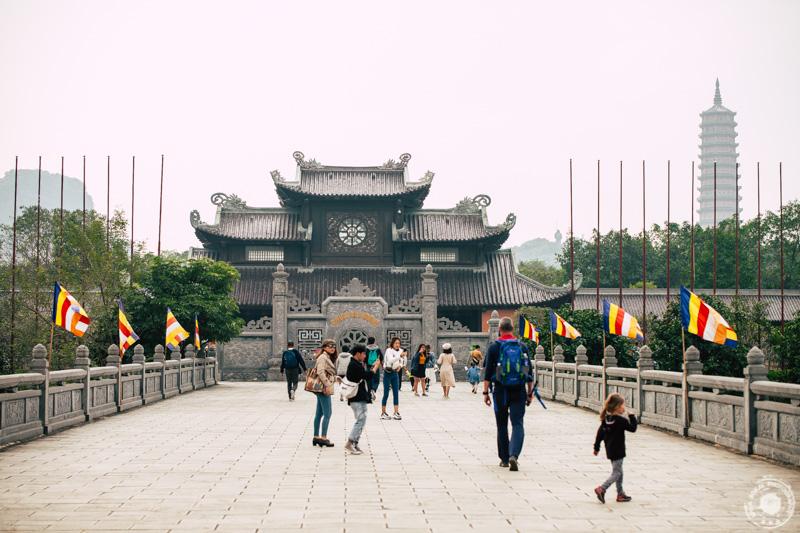 Vhod v budističen kompleks Bai Dinh