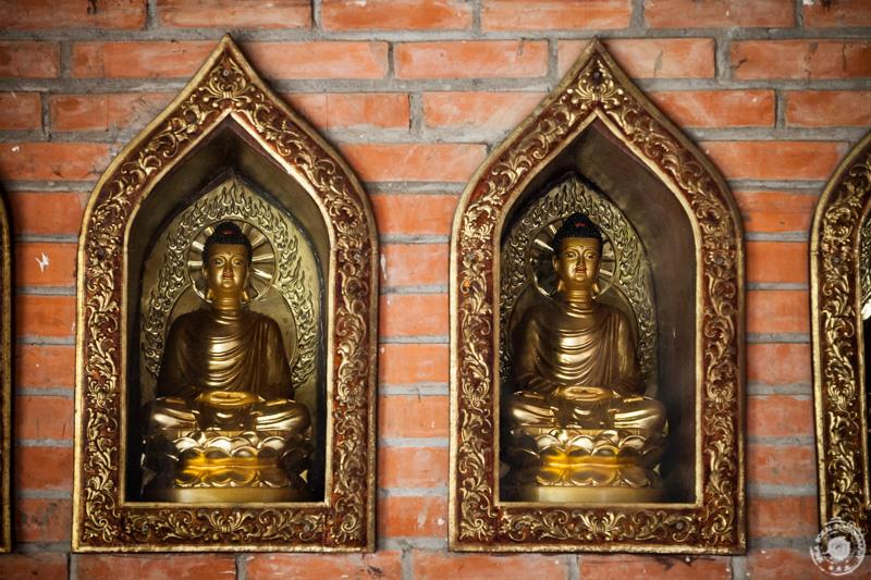 Male bude v budističnem kompleksu Bai Dinh, Ninh Binh, Vietnam