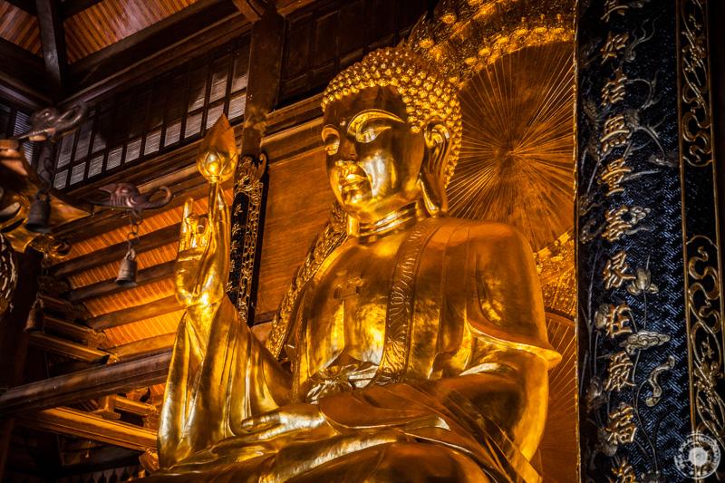 Bast kip Velikega Buda Šakjamunija (16 m, 100 ton) v kompleksu Bai Dinh.