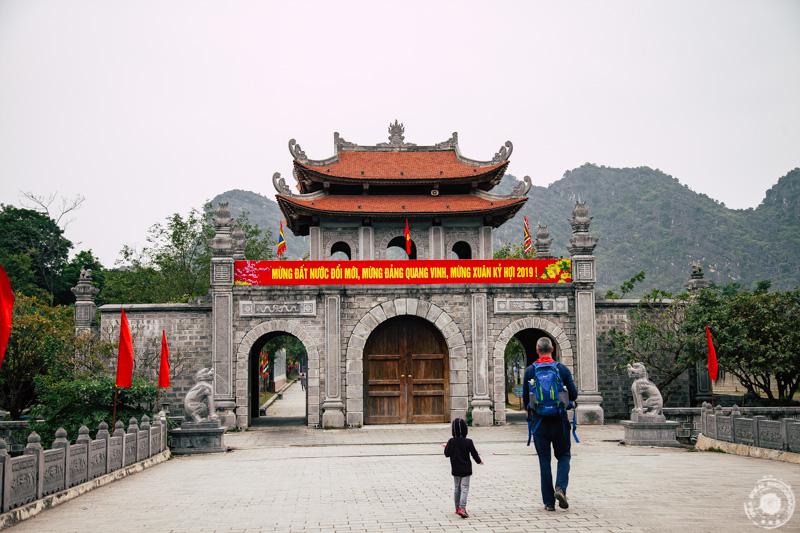 Hoa Lu je čudovito starodavno mesto, ki je bilo gospodarsko in politično središče Dai Co Vieta, kraljevine, zdaj severni Vietnam v 10. in 11. stoletju.